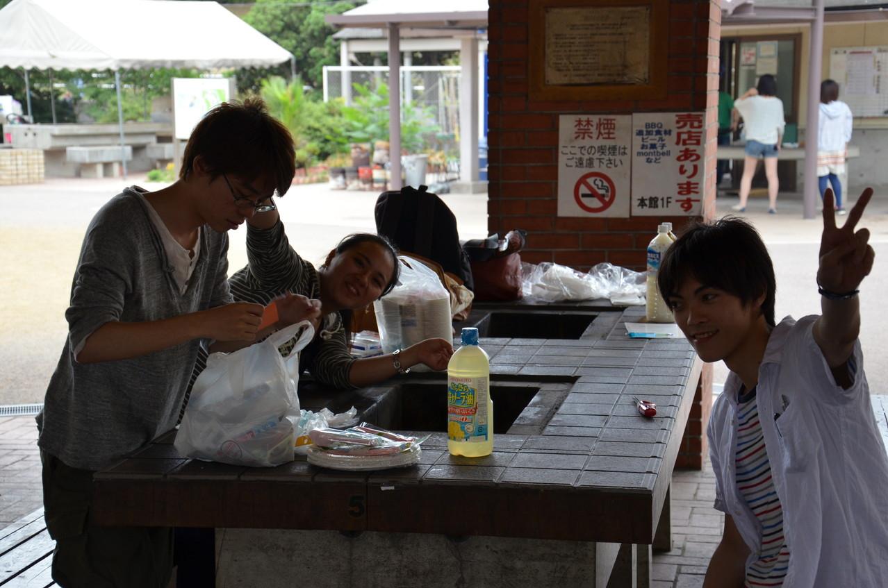 みんながカレーを作っている間に一休み中の幹事たち