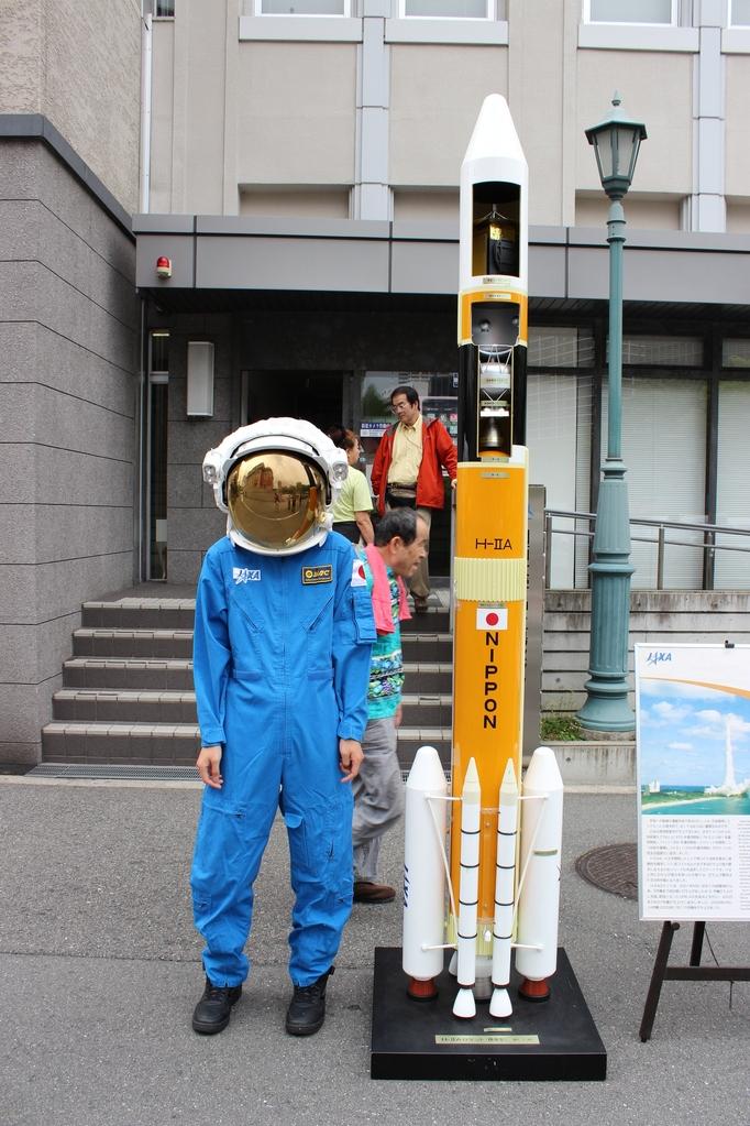 宇宙服は試着できました。 逃された方は来年ぜひ。