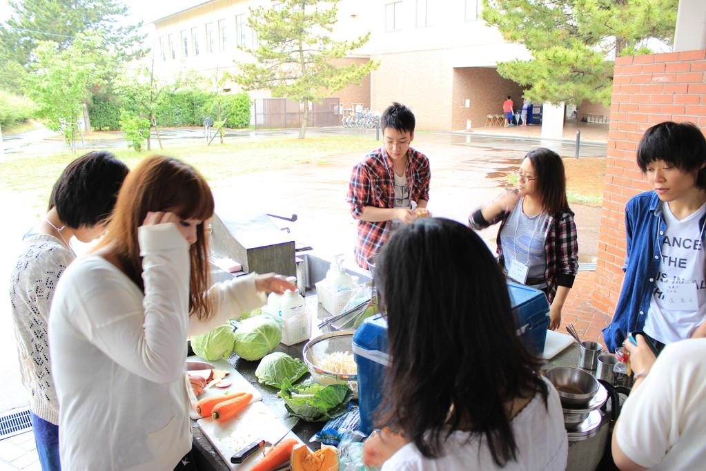 調理組は野菜を切ったり切ったり。