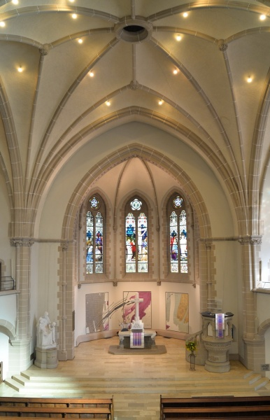 Blick in den Altarraum der Dankeskirche