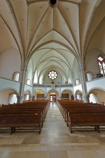 Blick vom Altar in Richtung Hauptschiff und Chorempore