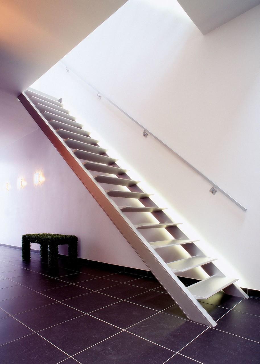 verlichte moderne trap van Graah - trap met led verlichting