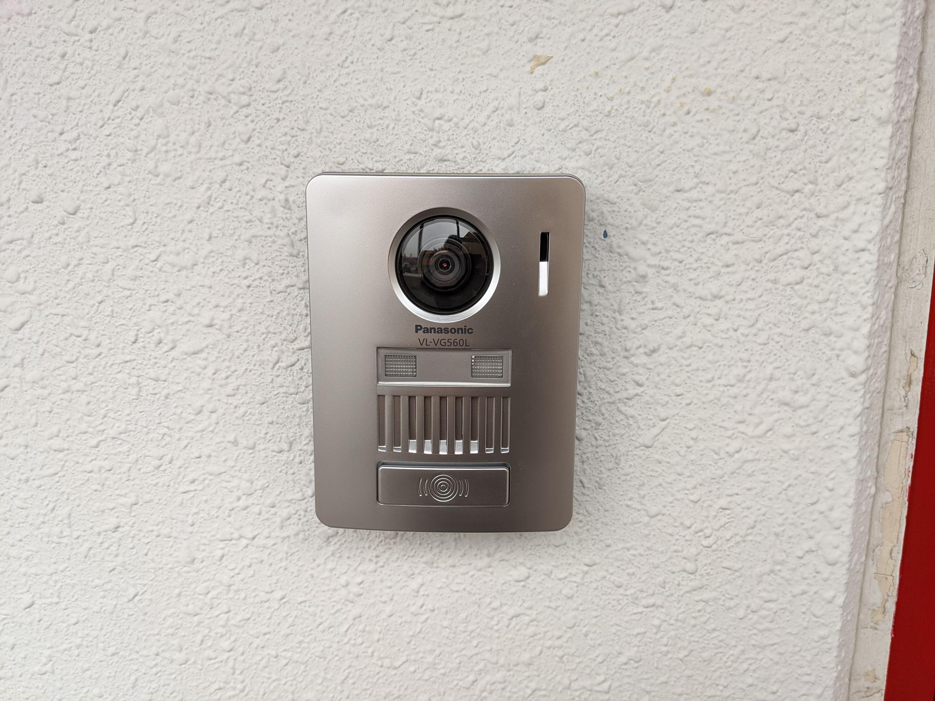 カメラ付きドアホンでセキュリティも安心