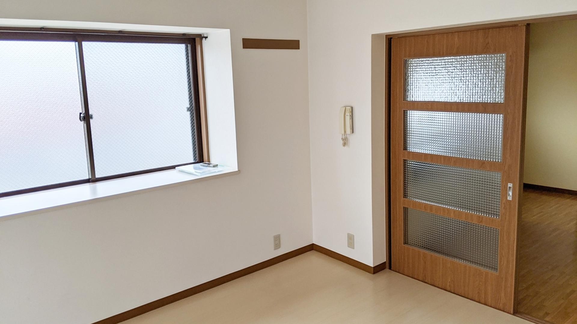 洋室7帖 右 出窓