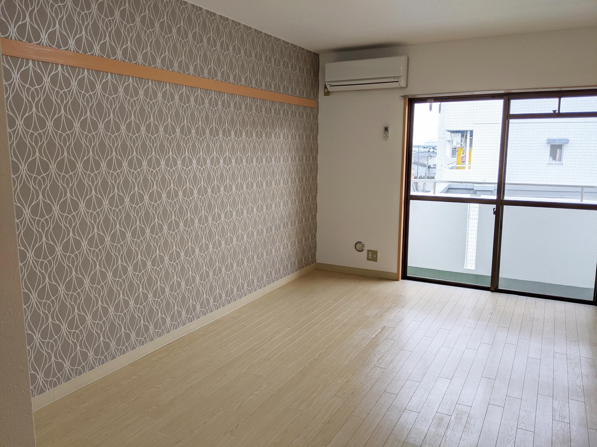 8.5帖白木のフローリング洋室