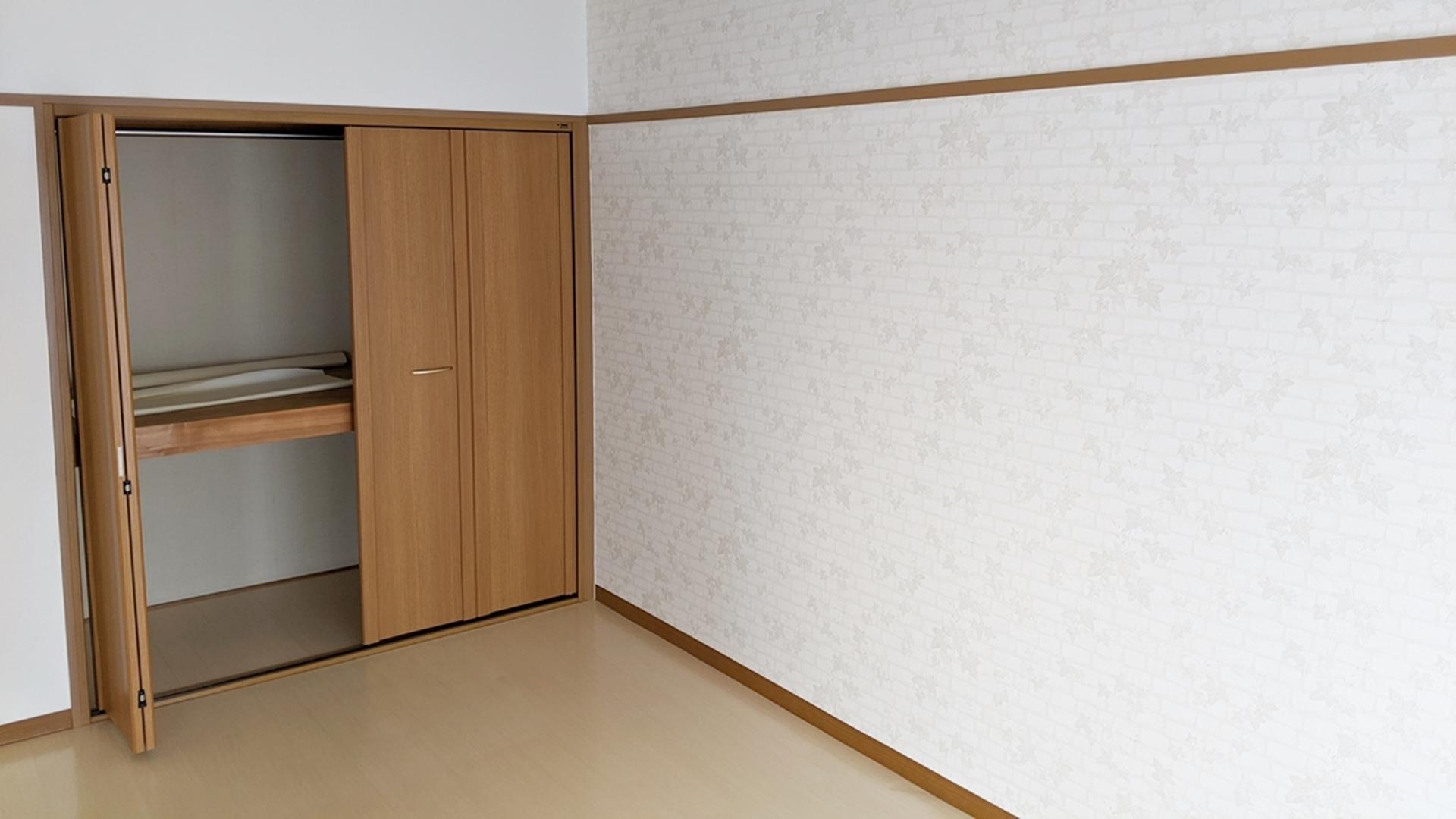 洋室7帖 左 収納