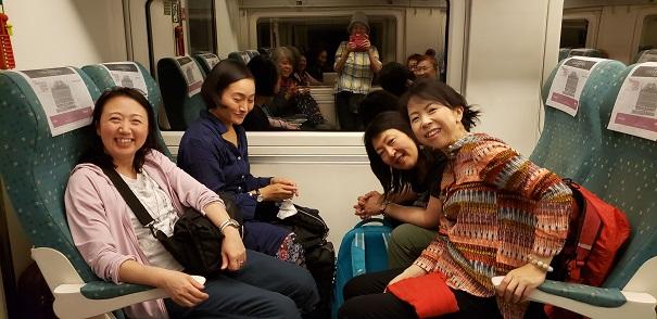 マドリッドから高速電車でセゴビアへ 全員が写っている奇跡の一枚