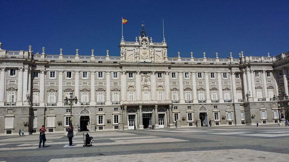 七人の美女がスペインへ