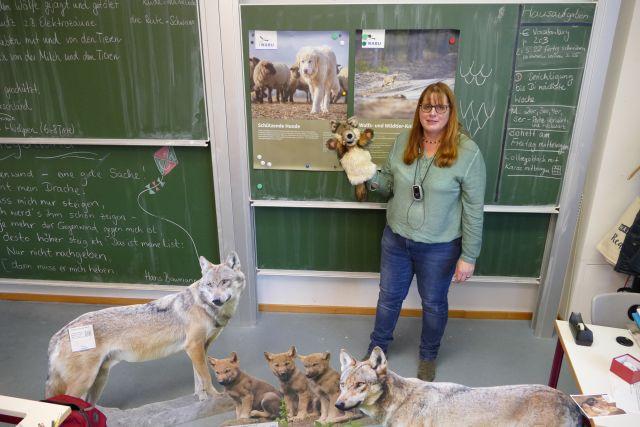 Wolfsbotschafterin Ingeborg Till im Unterricht. Foto: Katharina Mamat