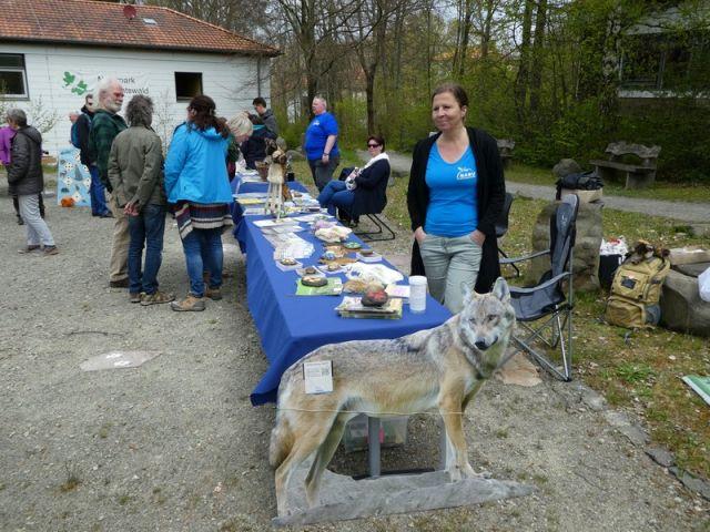 Heike Balk, Sprecherin der LAG Wolf am Informationsstand. Bild:  (c) mart-photography - Michael Artelt