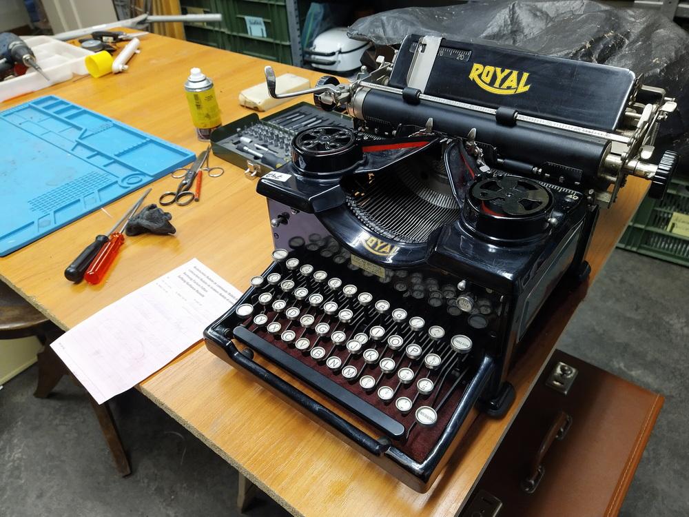 Royal 10 Schreibmaschine. Taste U geflickt. Ca. 1914