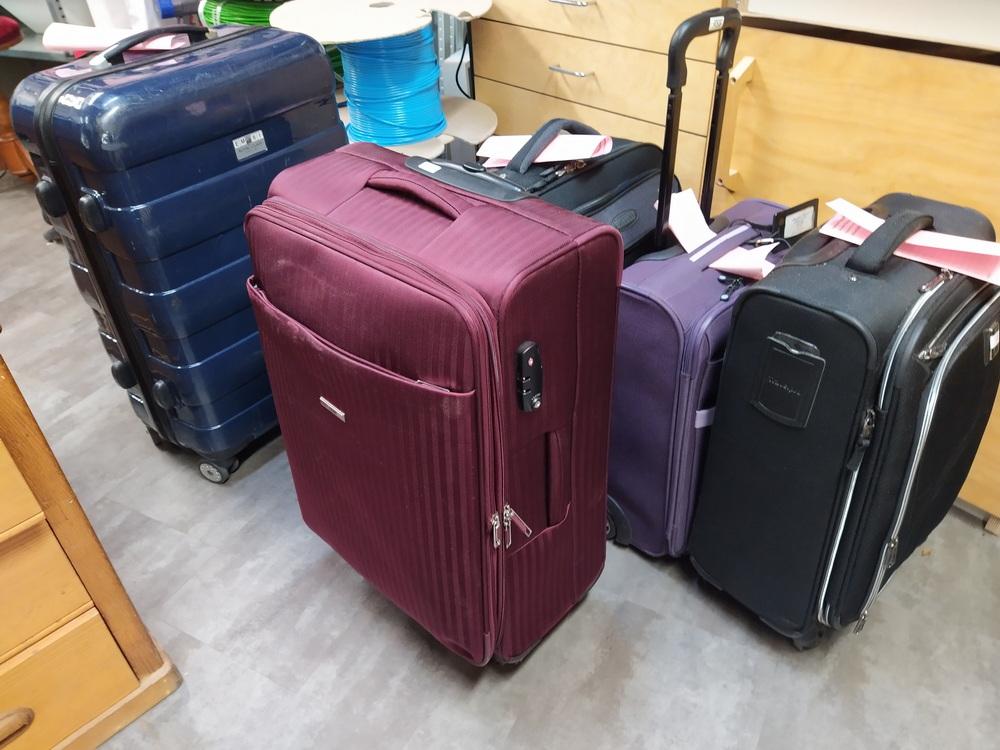 Diverse Koffer zur Reparatur