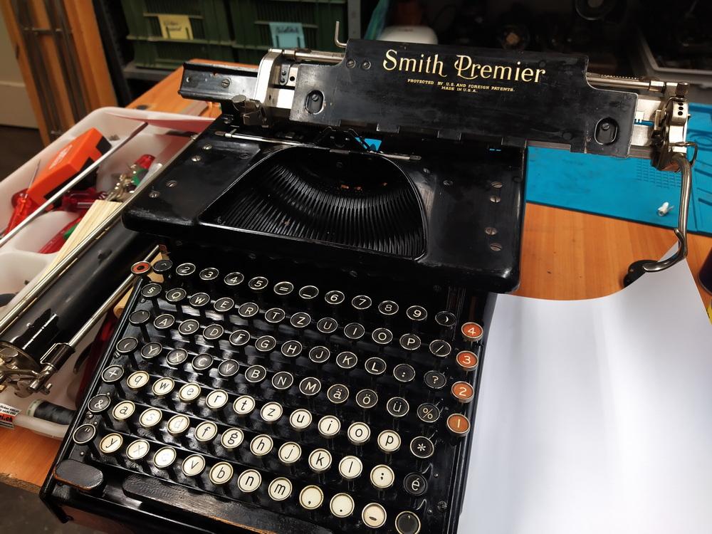 Smith premier Nr. 10 von ca. 1900 revidiert und Farbband richtig eingelegt.