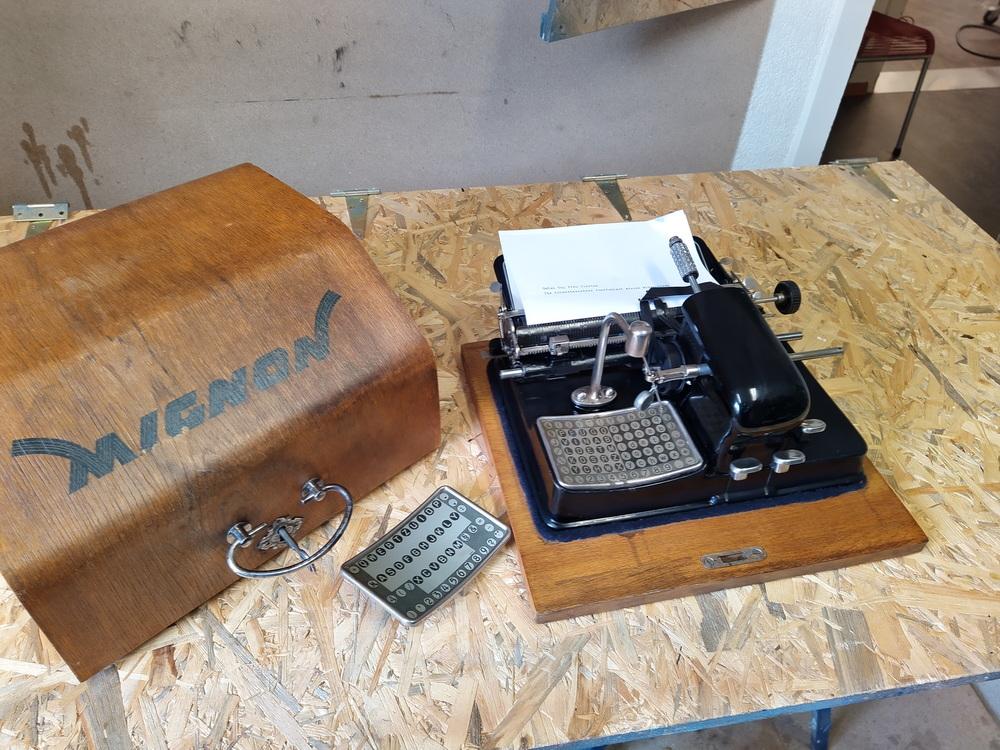 Antike Schreibmaschine revidieren