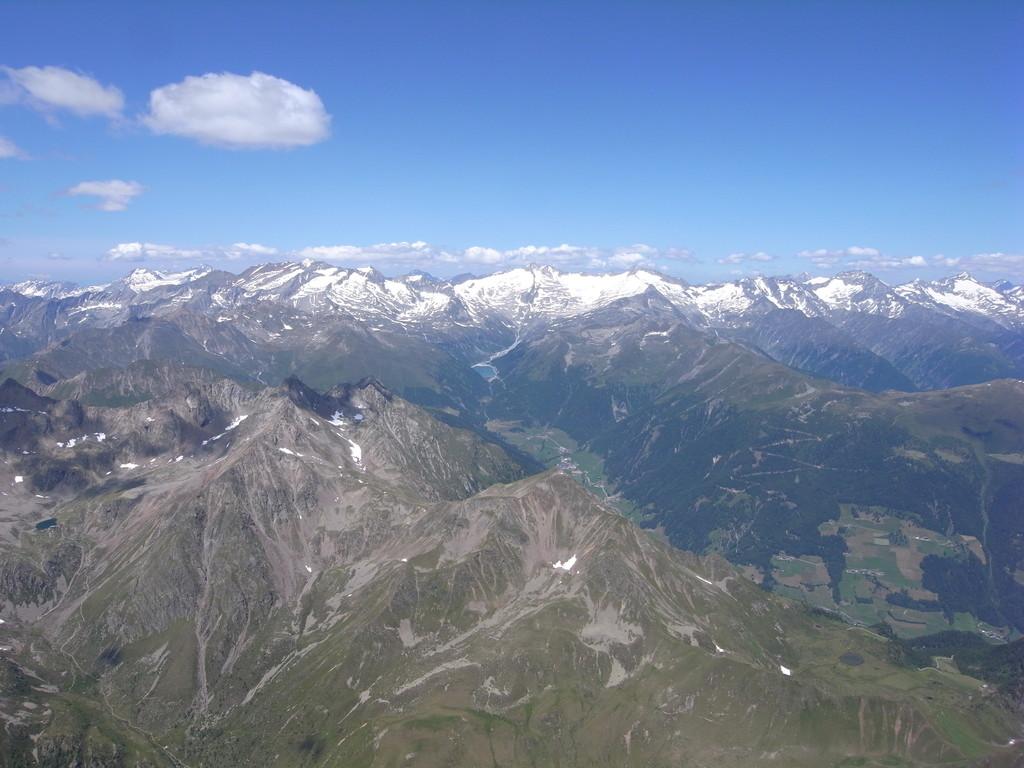Hochfeiler am Alpenhauptkamm und Lappacher Stausee