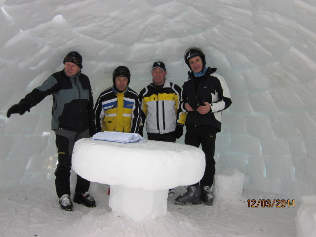 Im Iglo Obereggen 12. März  2011