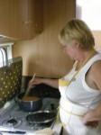Arlette a pris une grande initiative… faire cuire des abricots un peu trop murs.