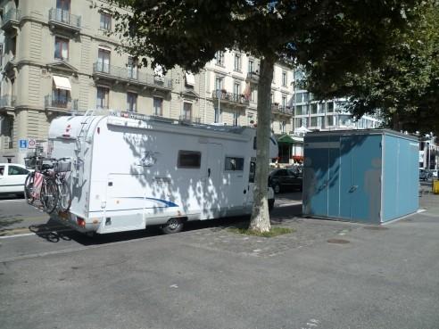 Bubu...pas facile de le garer à Genève...