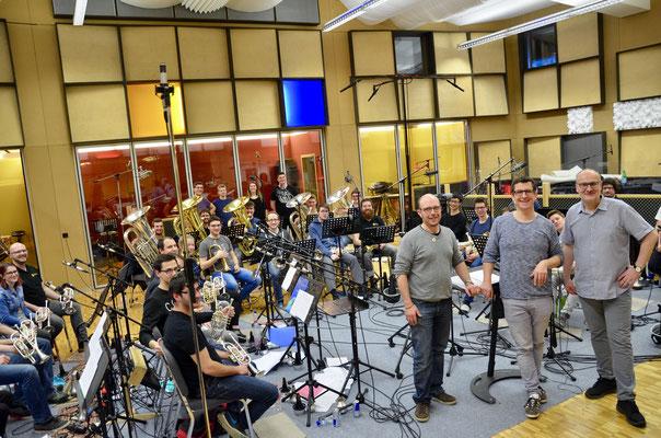 BBO Brass Band Berner Oberland mit Sami Lörtscher, Produzent Peter Schmid von Lucerne Music Edition und Dirigent Corsin Tuor
