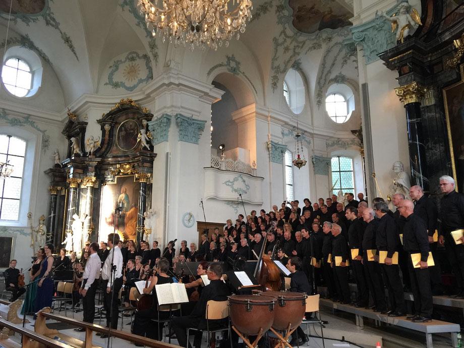 Konzertaufnahmen von Händel's Messiah. Mit dem Zuger Chor Audite Nova und dem Capriccio Barockorchester unter der Leitung von Johannes Meister. Solisten: Nuria Rial - Sopran, Margot Oitzinger - Alt, Jakob Pilgram- Tenor und Markus Volpert - Bass.