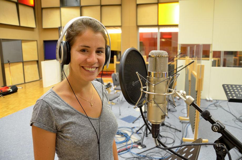 Eliane Müller singt bei uns den Titelsong für Winnetou 2 ein. Thomas Gabriel hat den Klassiker von Martin Böttcher für Eliane arrangiert und die Musik für das Freilichttheater komponiert. Die Premiere ist am 6. Juli in Engelberg.