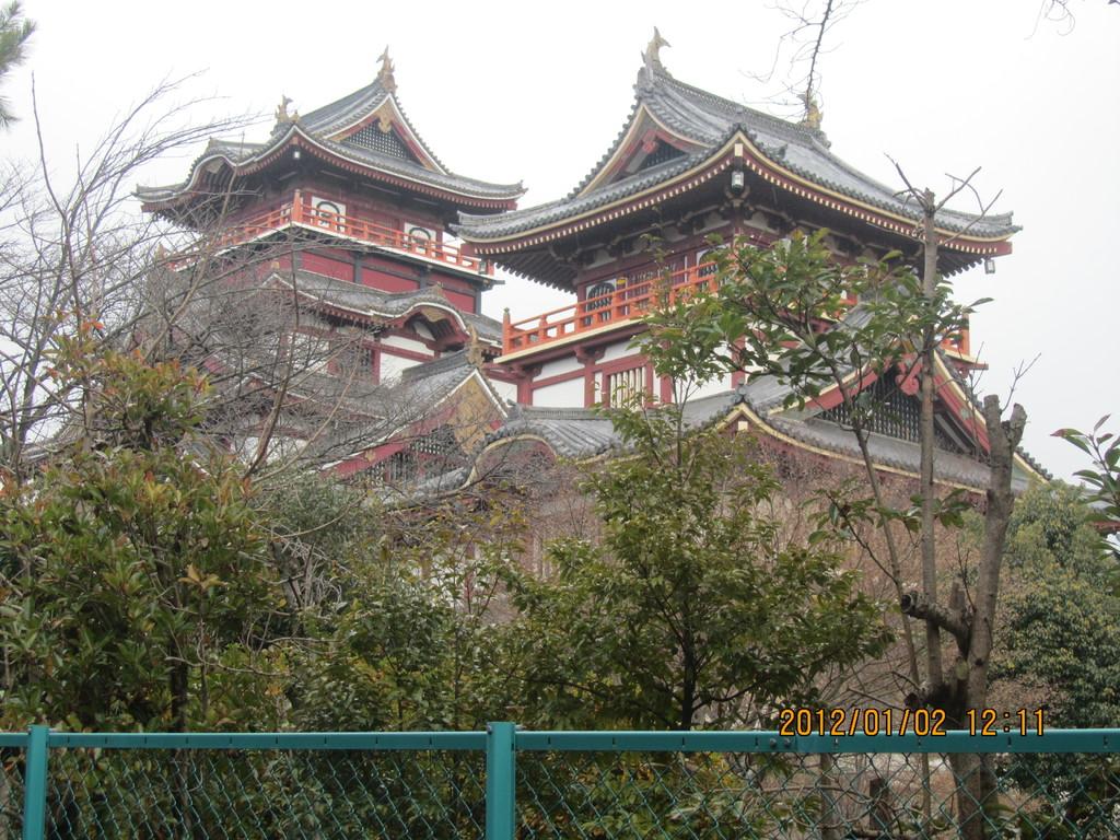 11.伏見城   これも豊臣秀吉が築いた名城です。秀吉はここで死去しました。   その後、徳川家康やその息子秀忠、秀忠の継室(妻)・江(ごう)もここに居を構えました。