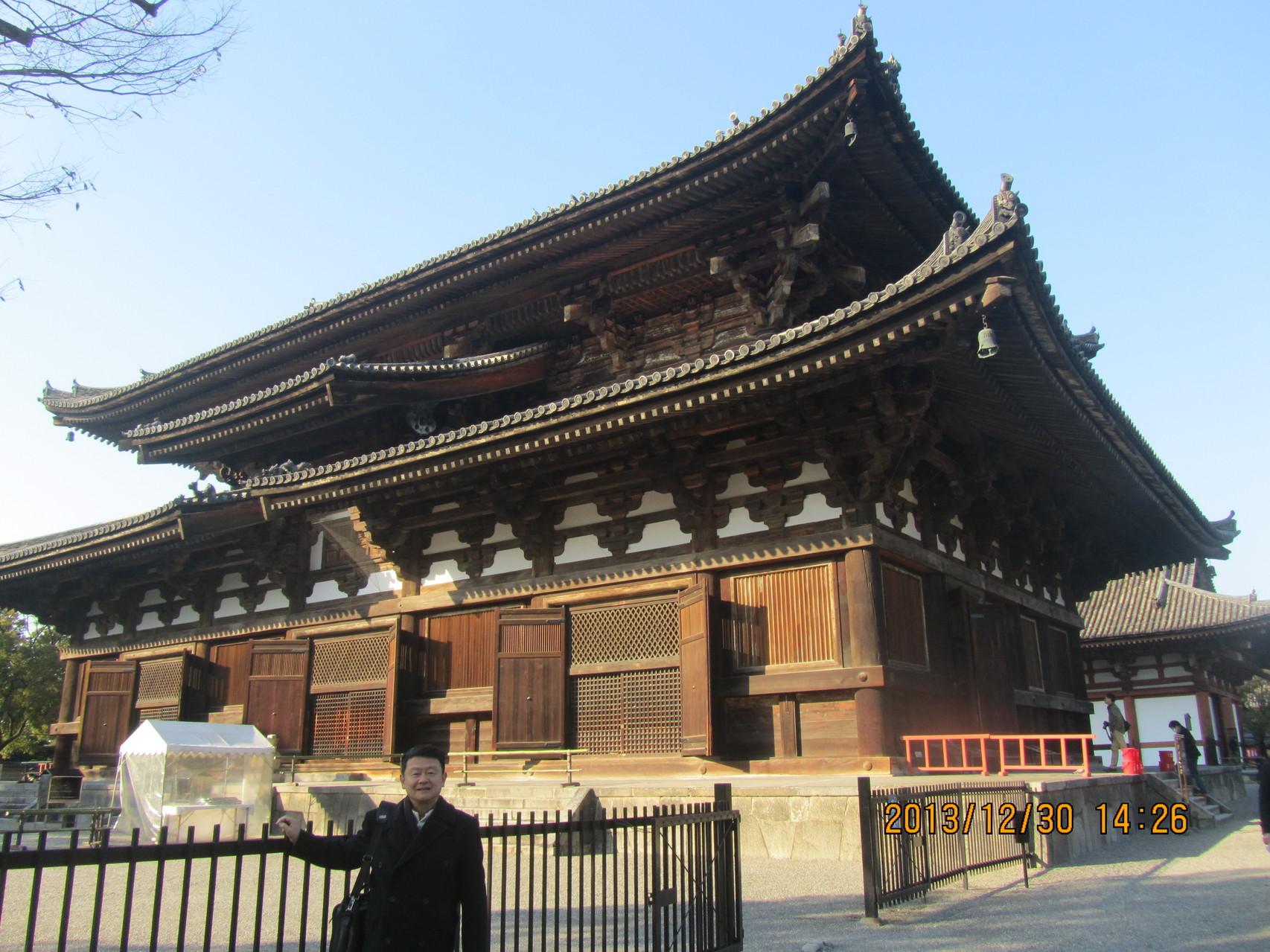 東寺の金堂。これも国宝です。