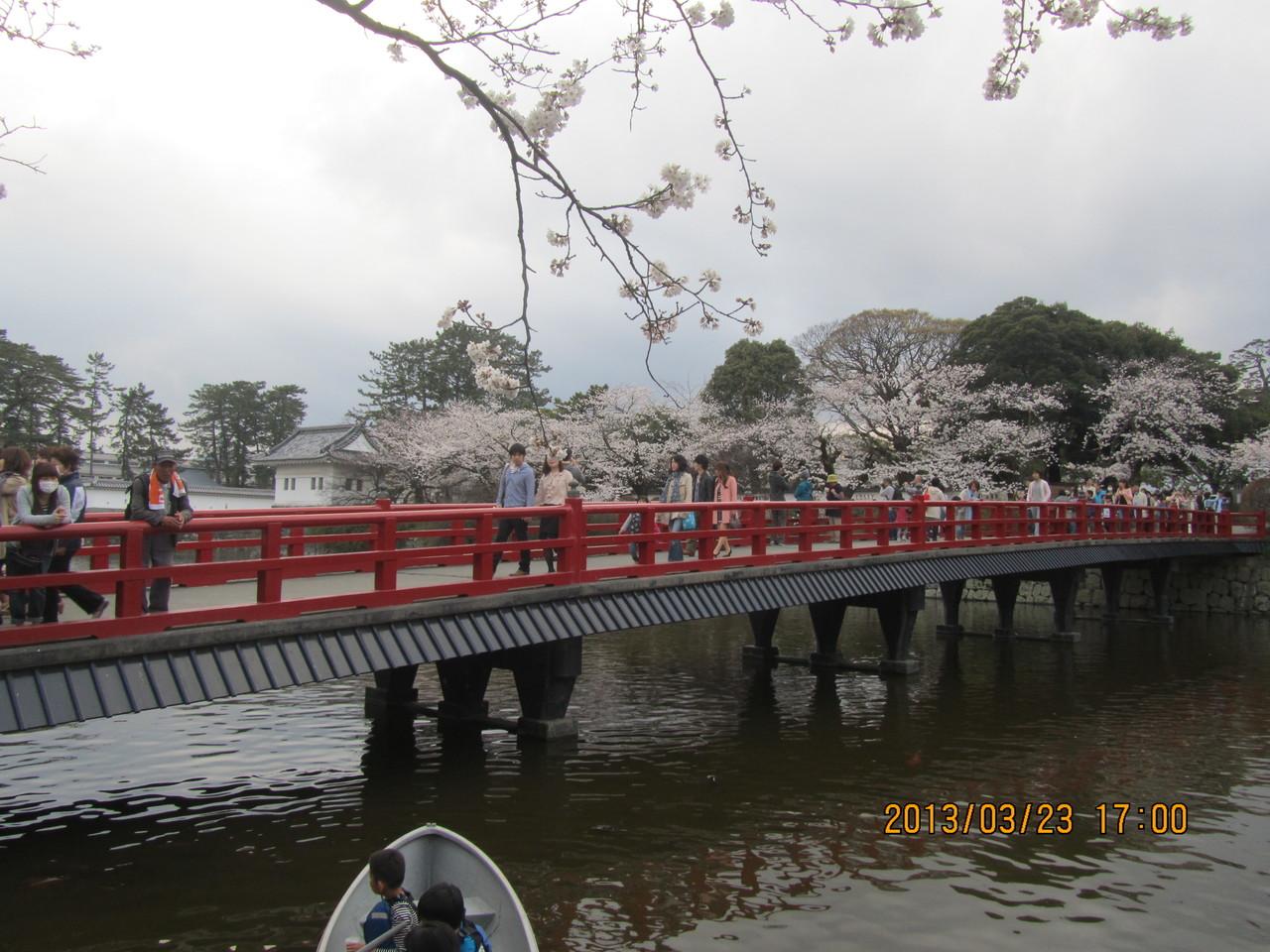 馬出門(うまだしもん)の土橋