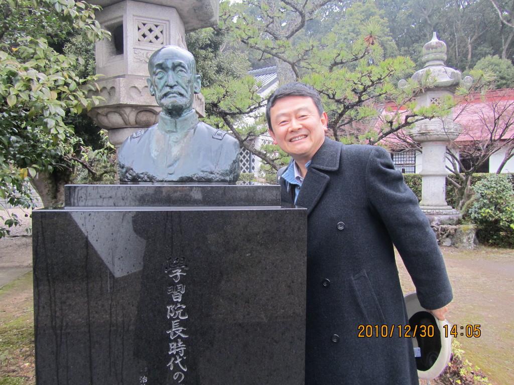 8.乃木希典(のぎまれすけ)像。乃木大将は日清戦争、日露戦争で日本を勝利に導き、戦後は学習院の総長となりました。そして、明治天皇の大喪の日に妻と共に自害しました