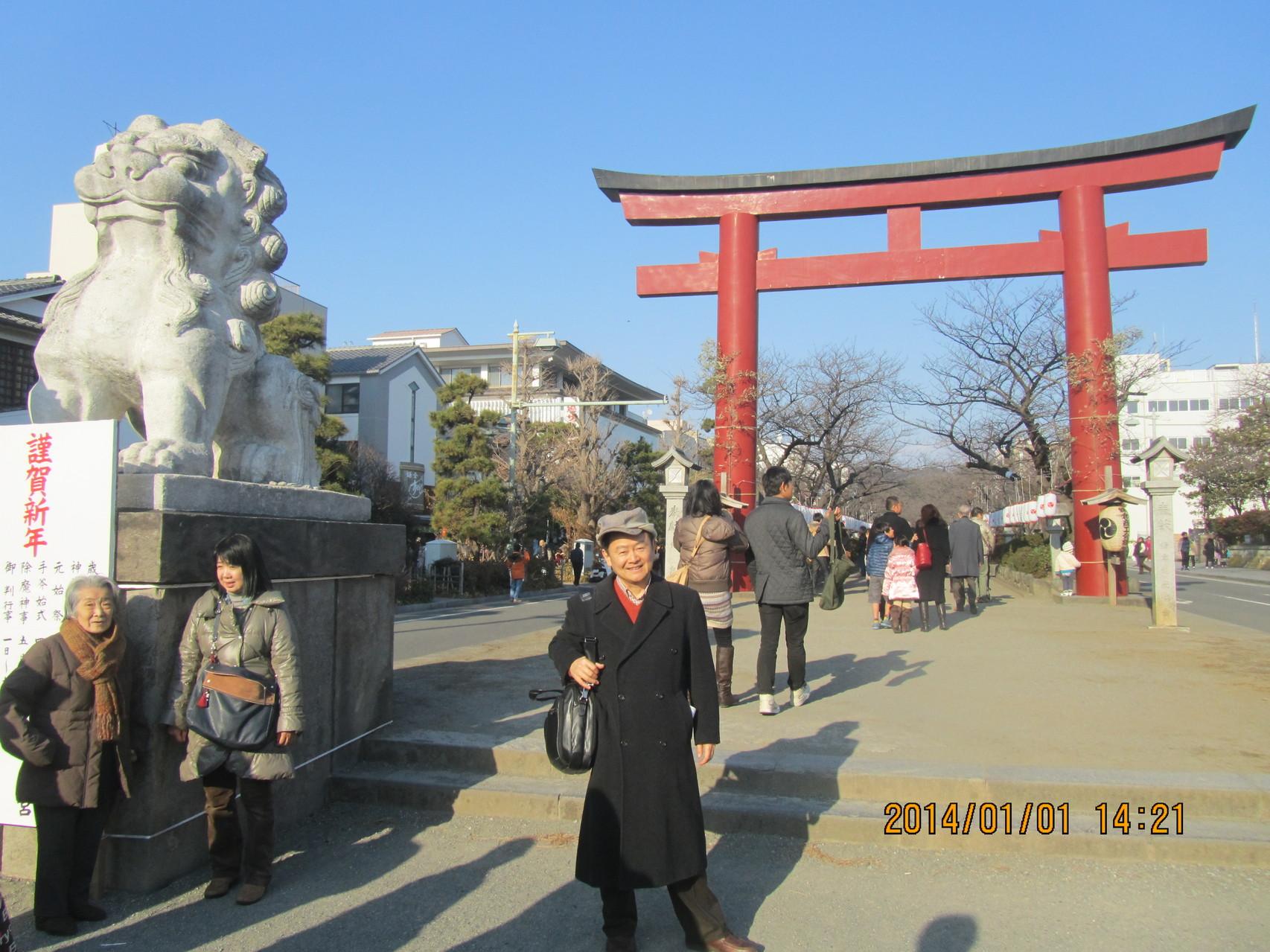 鶴岡八幡宮(つるがおか はちまんぐう)。源 頼朝が現在地に移し、現在の姿に造り直しました。
