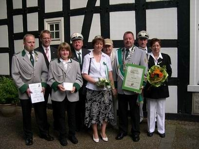 Neben langjährigen Vereinsmitgliedern wurden auch Spielmannzugmitglieder für ihre Leistung geehrt. Besonders bedanken wollte sich König Peter bei seiner Adjutantin Bärbel.