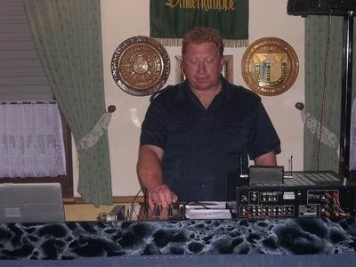 Nach Wunsch der Ritter sollte auch getanzt werden, so heizte der DJ kräftig ein