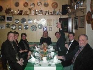 Unter dem Beifall der zahlreichen Gäste finden alle ihren richtigen Platz.