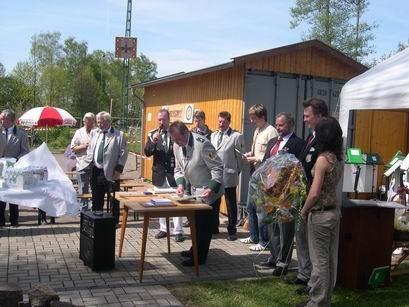 Spielmannzugführer Peter Otto bereitet die Ehrungen durch den Volksmusikerbund vor