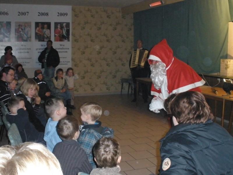 Nach dem Kasperle-Theater kam auch der Nikolaus ...