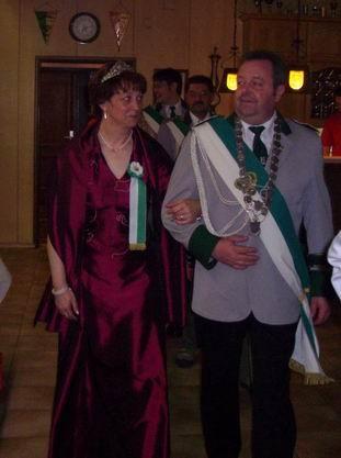 Seine Majestät Peter und seine Vera, dicht gefolgt von den Rittern Kurt mit seiner Elke und Sven mit seiner Corinna.