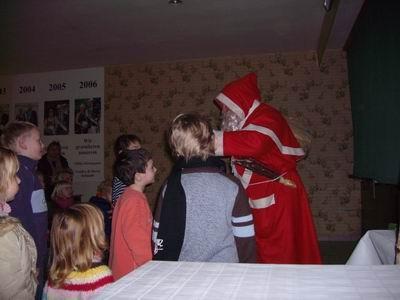 Hat der Kasper sein Werk vollbracht, so ist nun der Nikolaus sehr gefragt.