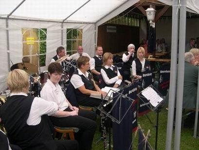 Die Blaskapelle der freiwilligen Feuerwehr Werste sorgt für eine hervorragende musikalische Untermalung.