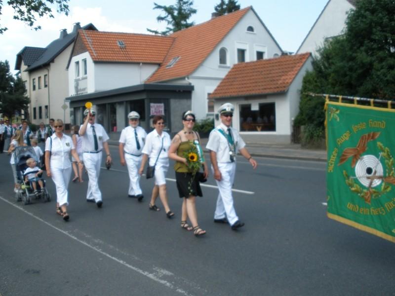 Anja und Marko bei ihrem ersten Ausmarsch als neues Königspaar...