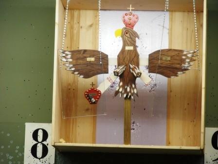 ... um auf den Adler zu schiessen und Sektkönigin zu werden