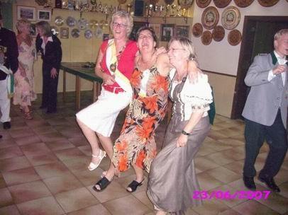 Was folgt ist ein hervorragender Abend mit Tanz bis in die frühen Stunden.