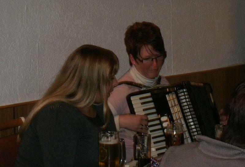 Janine singt zu Anja's Musik