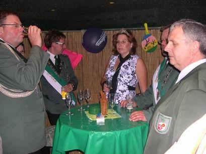 Die Majestäten werden zum Sektempfang mit Sommerfeeling in die Beach-Bar gebeten.