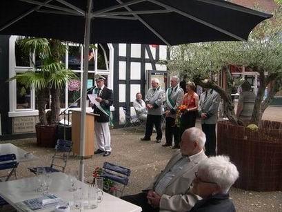 Am Harre Hof wurden die Gäste traditionell vom Vorsitzenden Gerd Tschernay begrüßt. Neben langjährigen Vereinsmitgliedern wurden vor allem Spielmannzugmitglieder für ihre Leistung geehrt