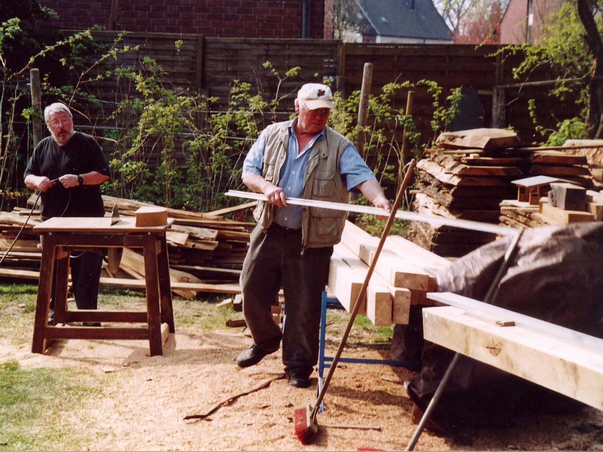 Josef Schröer beim Ausmessen