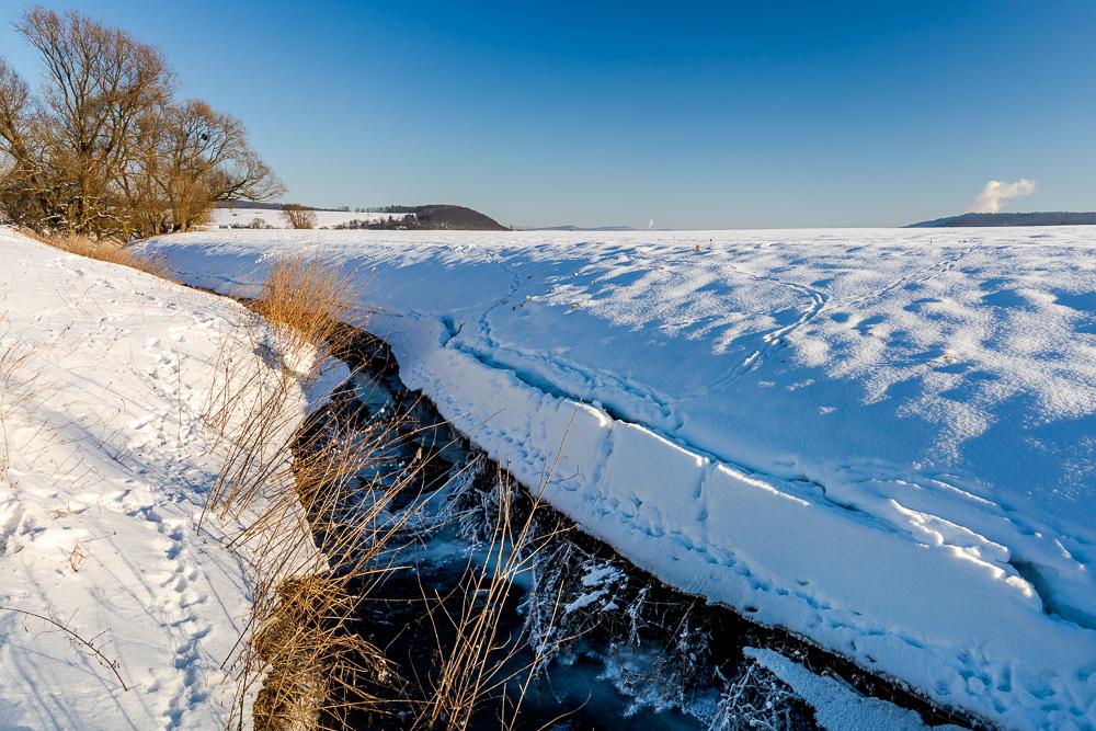 Schneelandschaft am Weserufer