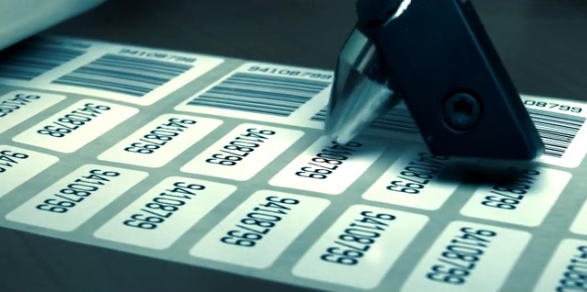 Vor dem Versand werden unsere Etiketten bei Bedarf geprüft