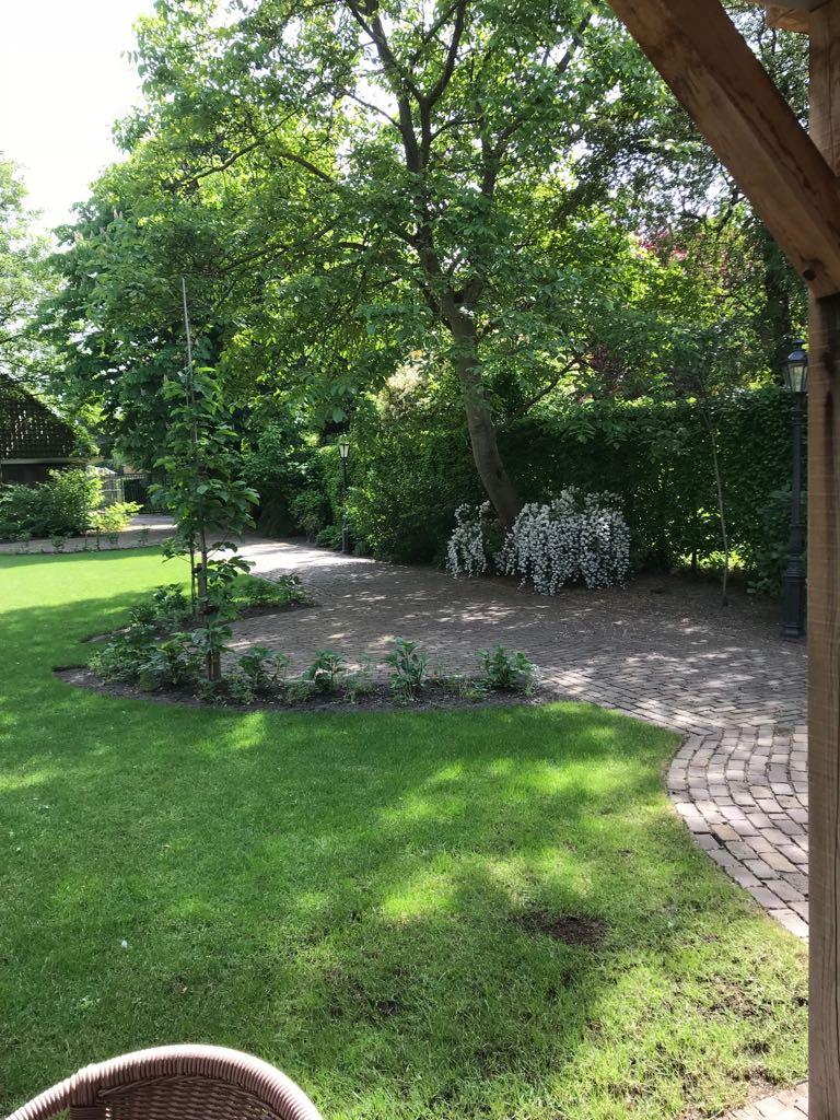 Bij van Dijk, tuin