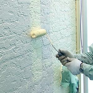 外壁塗装をしている画像