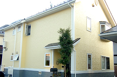 塗装工事が完成した家の外観